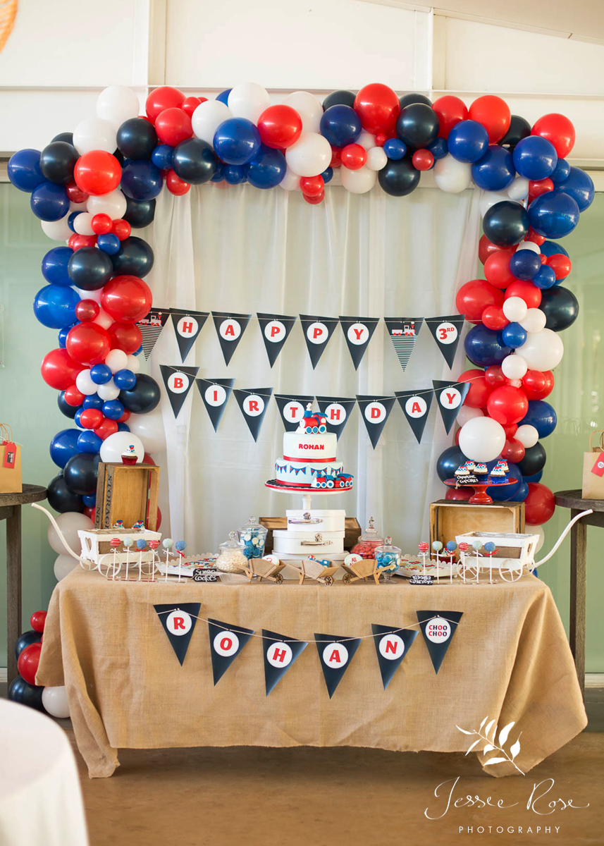 kids-birthday-party-decorations-lolly-table