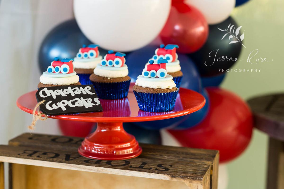 train-cupcakes