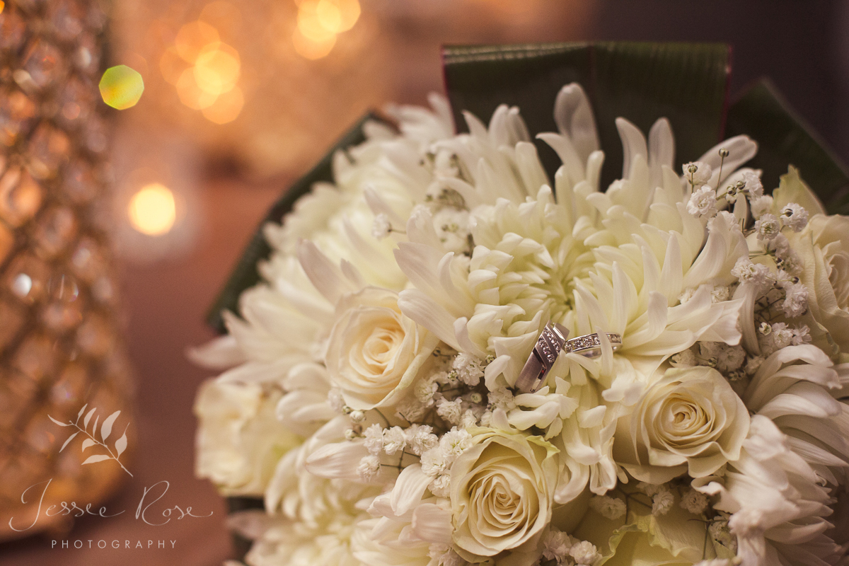 diamond-wedding-bands-stunning-white-bouquet