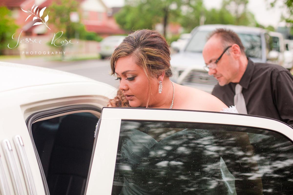 stunning-bride-sydney-limo