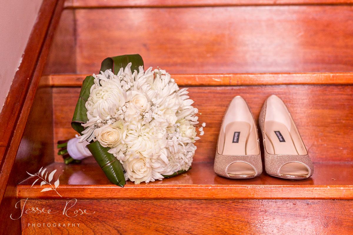 wedding-shoes-white-bouquet