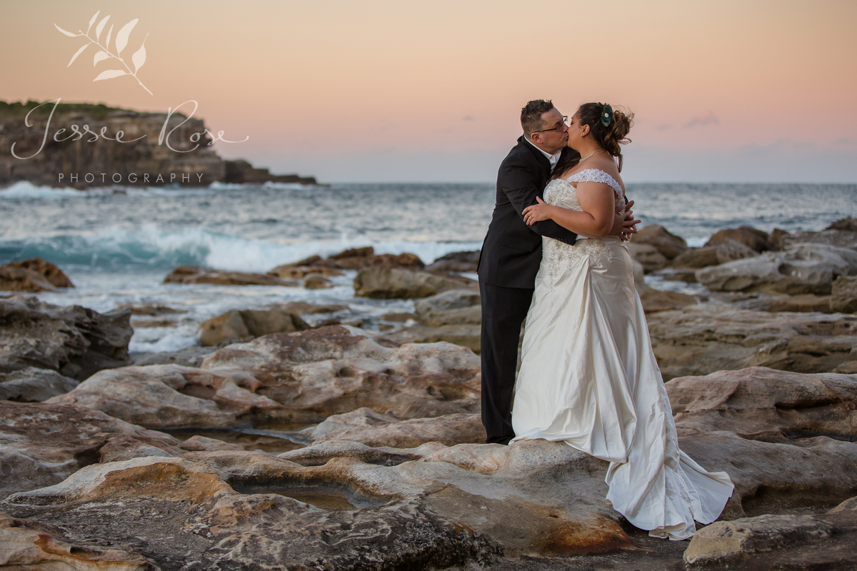 beach-sunset-wedding-kiss