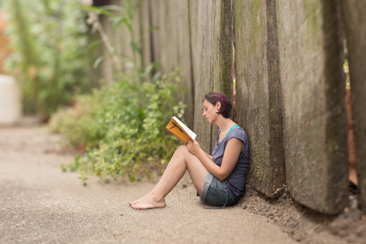 152-small-folk-reading