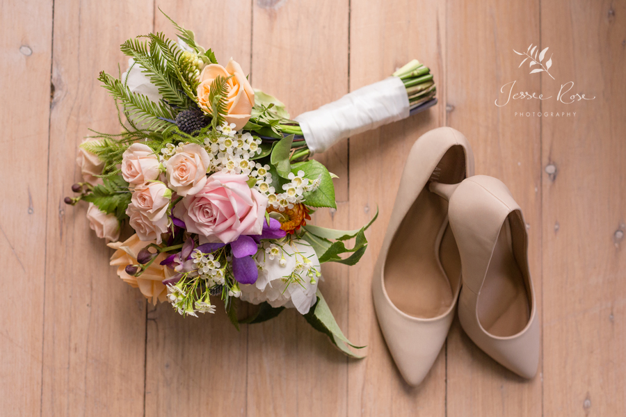 03-wedding-shoes-flowers